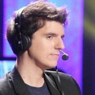 Artosis' wife is pregnant with twins