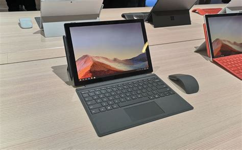 Surface Pro 7 Hands-On: A Boring But Necessary Refresh